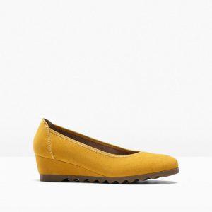 Czółenka na koturnie marki Jana bonprix żółty szafranowy