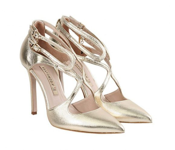 Złote buty na obcasie.