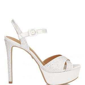 Białe sandały damskie.