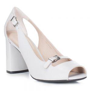 Damskie sandały skórzane z paseczkiem.