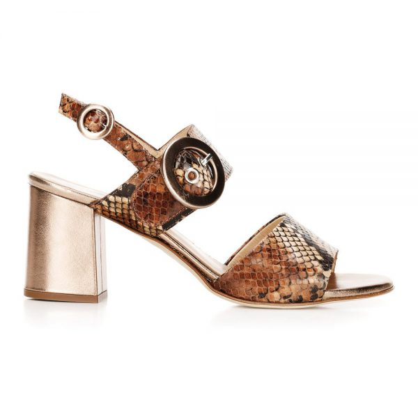 Damskie sandały na słupku ze skóry w wężowy wzór.